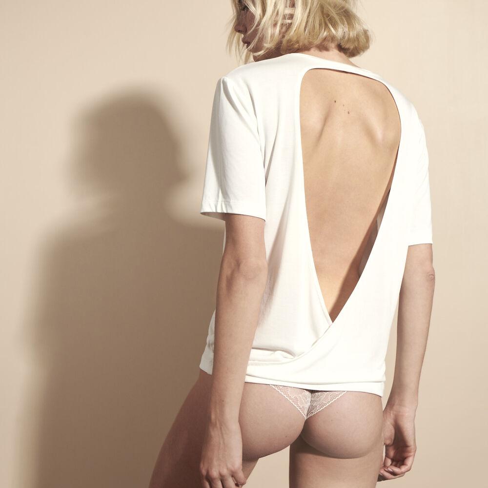 T shirt white.