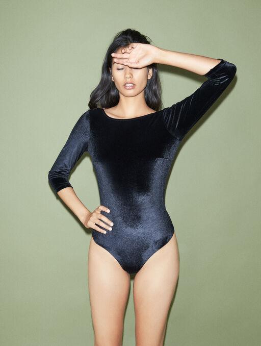 Body black.